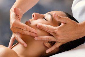 Liftingujący masaż twarzy