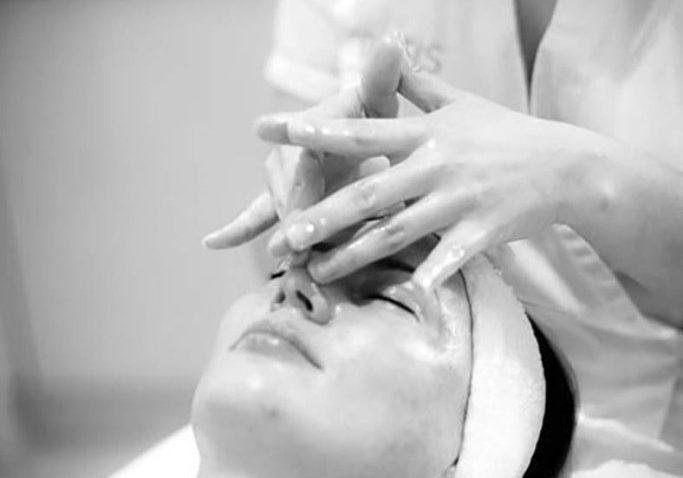 masaż twarzy w salonie Afrodyta